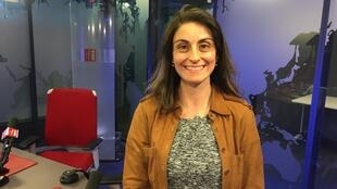 A advogada Marina Mendes Costa nos estúdios da RFI em Paris