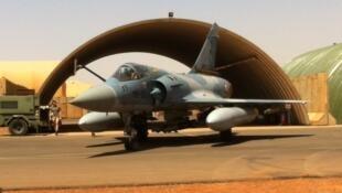 L'un des 4 appareils Mirage 2000 de Barkhane basé à Niamey (mars 2017).