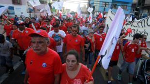 Marche pacifique des mineurs d'Escondida à Antofagasta, le 3 mars 2017. La ville où se déroule la médiation entre le groupe BHP Billiton et le gouvernement chilien.