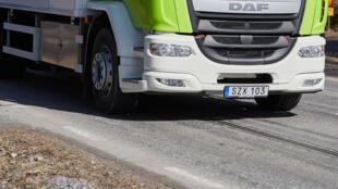 Avec un rail intégré dans la route, eRoadArlanda est le second sytème de route électrique testé en Suède