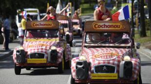 Les véhicules publicitaires de la marque Cochonou.