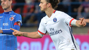 Zlatan Ibrahimovic (direita), avançado sueco do PSG, marcou mais um golo durante o fim-de-semana na vitória do Paris Saint-Germain por 3-0 frente ao Caen.