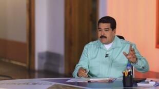 """Nicolás Maduro habla en su programa radial semanal """"En contacto con Maduro"""", Caracas, 14 de abril de 2015."""
