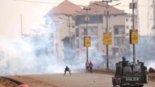 (Photo d'illustration) Des heurts ont éclaté entre des manifestants et les forces de l'ordre, ici à Conakry mardi 6 février, après les élections communales contestées par l'opposition.