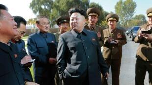 Lãnh đạo Kim Jong un thăm nơi ở của các nhân viên một trường đại học, ngày 17/10/2014.