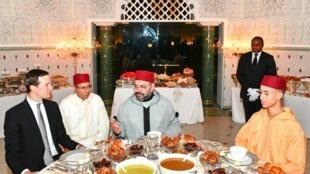 Mfalme Mohammed wa Morocco akiwa na famiia yake pamoja na wageni, hivi karibuni