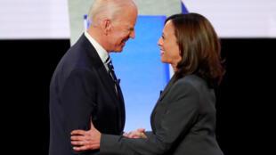 Joe Biden, candidat à la présidence des États-Unis, et sa colistière Kamala Harris, le 31 juillet 2019 à Detroit, dans le Michigan.