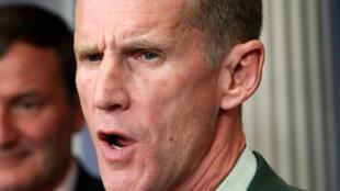 ឧត្តមសេនីយ៍ McChrystal ត្រូវបានលោកប្រធានាធិបតីអាមេរិកអូបាម៉ាដកចេញពីតំណែង