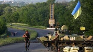 Soldados ucranianos na cidade de Slaviansk, leste da Ucrânia. 18 de maio de2014.