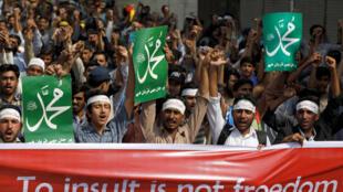 图为巴基斯坦激进穆斯林2018年11月1日示威抗议最高法院判处毕比无亵渎