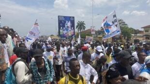 Des milliers de partisans du président Félix Tshisekedi ont marché samedi 14 novembre à Kinshasa à l'appel du parti présidentiel, l'UDPS.