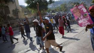 Marche de soutien à travers Port-au-Prince des partisans du candidat à la présidence haïtienne, Michel Martelly, le 8 décembre 2010.