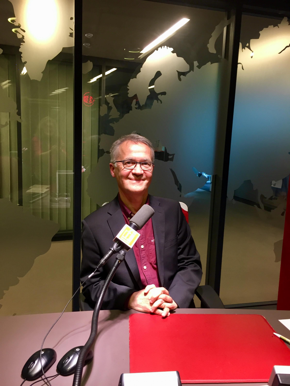 L'écrivain Thierry Laget en studio à RFI (mai 2019).