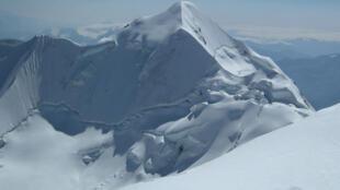 Glacier de l'Illimani (Bolivie).