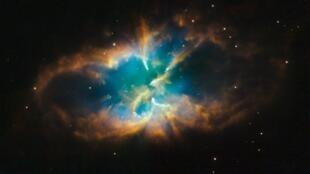 រូបភាពនៃណេប៊ុយឡា (បណ្តុំធូលីនិងឧស្ម័នក្នុងអវកាស) ដែលថតដោយតេឡេស្កុបហឺបល (Hubble Space Telescope)