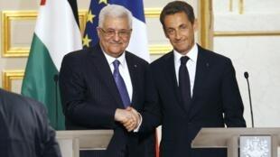 法國總統薩克奇和巴勒斯坦權利機構主席阿巴斯在愛麗舍宮會晤之後舉行聯合記者招待會(2010年9月27日)