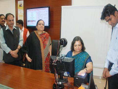 Dans un bureau d'enregistrement des données biométriques, dans l'Etat du Haryana