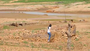 Represa do rio Jaguari, em Vargem (SP), com 1,7% do nível de água em julho de 2014.