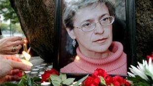 A jornalista Anna Politkovskaya foi morta em frente a seu prédio em outubro de 2006.