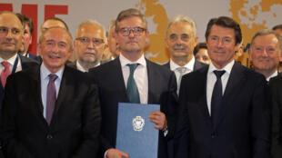 Le commissaire européen à la Sécurité Julian King (centre) présente la Déclaration de Nice, signée ce vendredi 29 septembre.