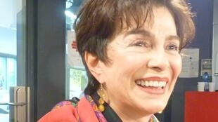 La escritora costarricense Roxana Pinto en los estudios de Radio Francia Internacional.