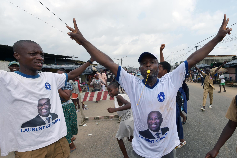 Partidários de Laurent Gbagbo celebram decisão da justiça nas ruas da Costa do Marfim