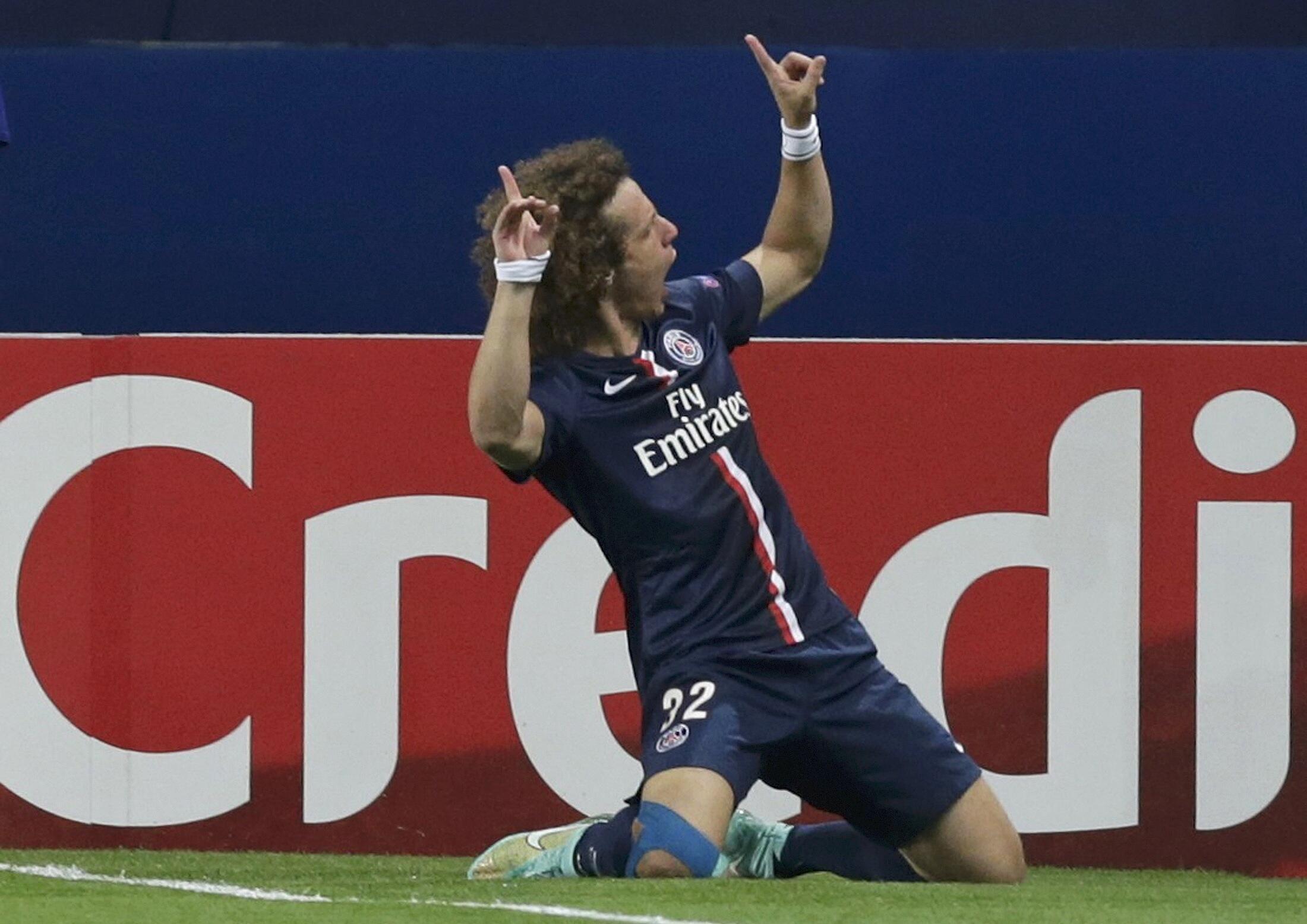 David Luiz marcou o primeiro gol da partida do PSG contra o Barcelona (3-2).