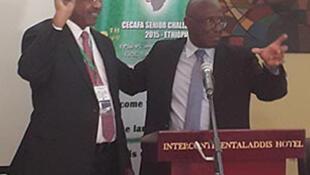Rais mpya wa CECAFA Mutasim Jaffer (Kushoto) akiwa na Leodegar Tenga (Kulia)