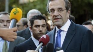 Premiê grego Antonis Samaras durante entrevista à imprensa em Atenas.