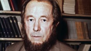 الکساندر سولژنیتسین در پاریس - چهارم ژانویه 1975