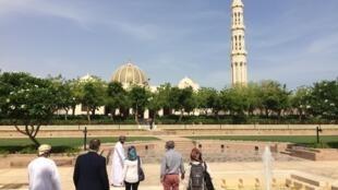 Visite guidée de la mosquée Qabus à Mascate.