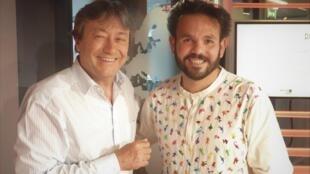 El artista mexicano Ivan Torres con Jordi Batallé en RFI