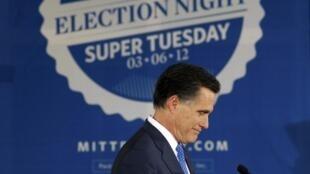 លោក Mitt Romney នៅថ្ងៃទី៦មីនាឆ្នាំ២០១២នៅទីក្រុង Boston