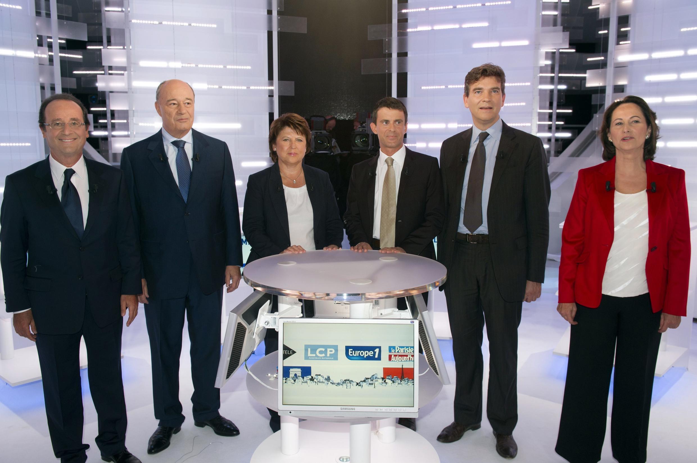 F. Hollande, J-M. Baylet, M. Aubry, M. Valls, A. Montebourg, S. Royal, durante o debate de 28 de Setembro de 2011.