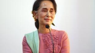 Jagoran gwagwarmaya na kasar Myanmar kuma Ministan Waje na kasar  Aung San Suu Kyi