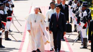 Le pape François rencontre le président de Madagascar, Andry Rajoelina, au palais Iavoloha à Antananarivo, à Madagascar, le 7 septembre 2019.