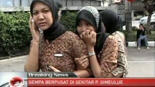 Утреннее объявление угрозы цунами вызвало беспокойство жителей Индонезии 11/04/2012