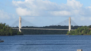 Ponte sobre o rio Oiapoque, ligando a Guiana Francesa ao Amapá