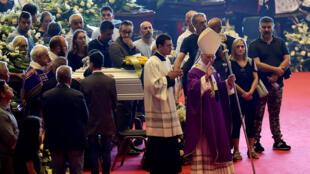 L'archevêque de Gênes, le cardinal Angelo Bagnasco, lors des funérailles nationales des victimes de l'effondrement du pont Morandi, au parc des expositions de Gênes, Italie, le 18 août 2018.