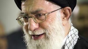 Le Guide suprême Ali Khamenei a reconnu implicitement que les sanctions internationales touchaient l'économie iranienne.