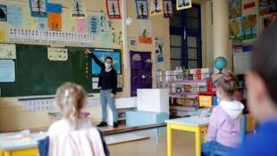 Cuando hay un caso de coronavirus en una clase, ésta se cierra según el nuevo protocolo sanitario en Francia.