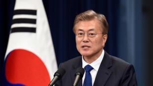 Tân tổng thống Hàn Quốc Moon Jae In trong cuộc họp báo tại phủ tổng thống, Seoul, ngày 10/05/2017