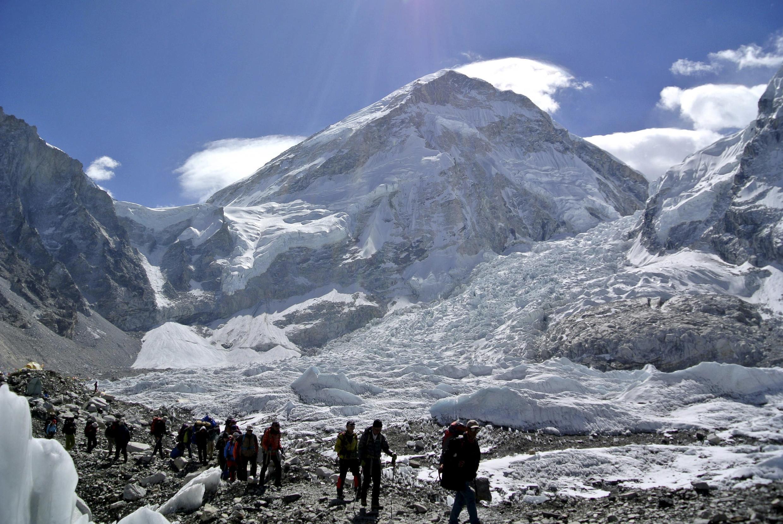 Vários dos brasileiros que se encontram no Nepal estão em expedição no monte Everest, onde várias avalanches foram registradas neste sábado (25) e domingo (26).