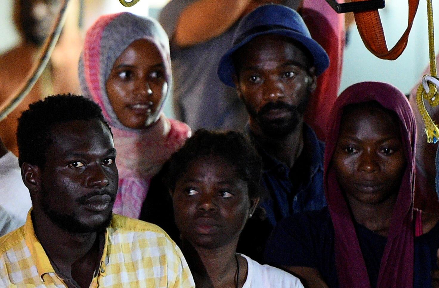Des migrants de l'«Open Arms» à leur arrivée à Lampedusa, le 20 août 2019.