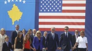 Le vice président américain, Joe Biden (C) au Kosovo, le 17 août 2016.
