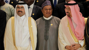 """Os 14 países membros da OPEP chegaram a acordo para reduzir a produção diária de barris de petróleo. O objectivo é o de aumentar o preço do """"ouro negro""""."""