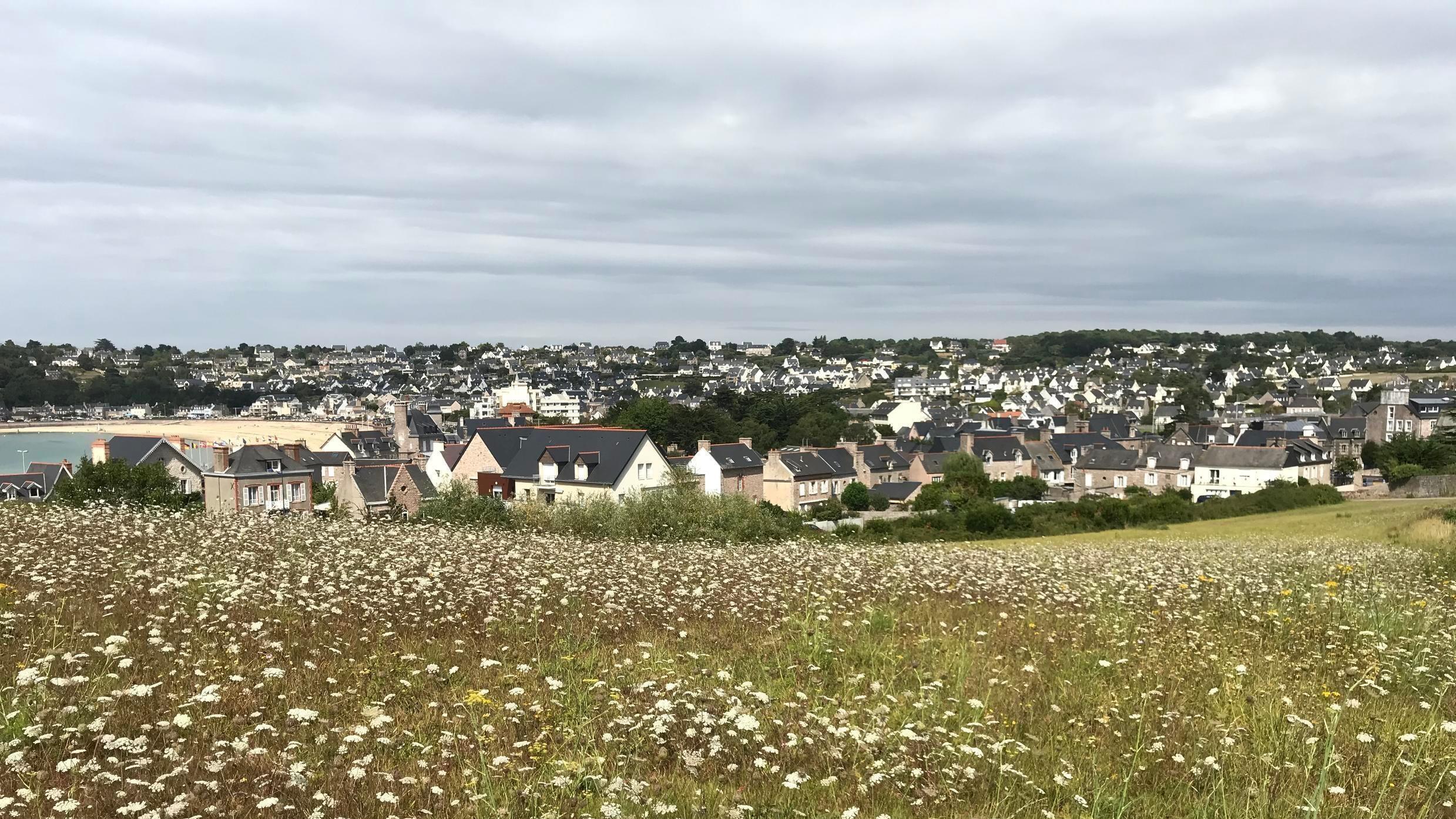2020-08-14 france britanny bretagne erquy asterix gaulish village
