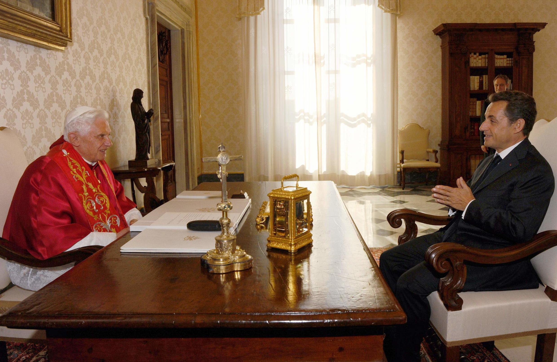 O presidente Nicolas Sarkozy foi recebido pelo papa Bento 16 no Vaticano.