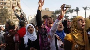 Des manifestantes anti-Morsi place Tahrir au Caire, le 1er décembre 2012.