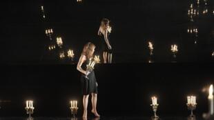 Le Théâtre du Nord en France et l'Atelier Piotr Fomenko à Moscou ont monté <i>Amphitryon</i>, de Molière en coproduction.
